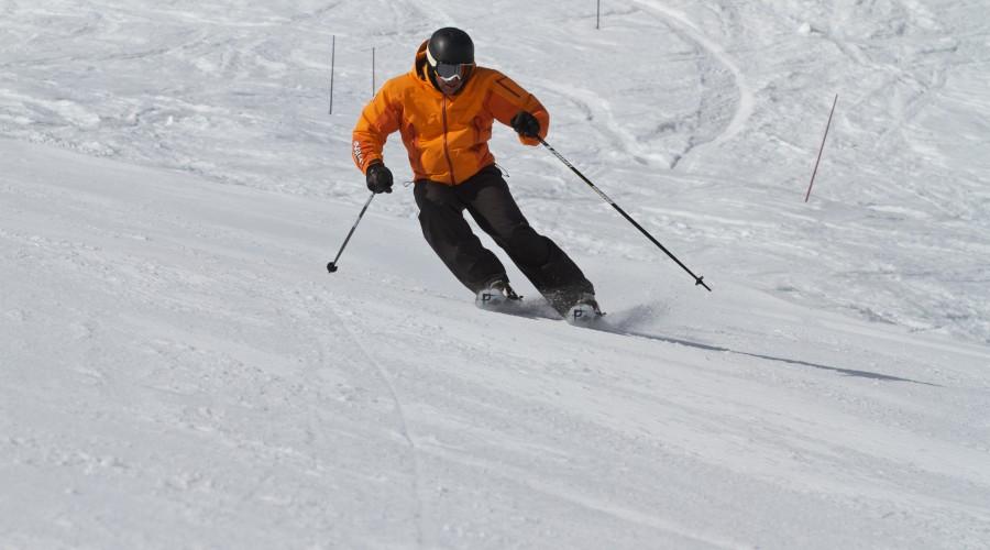 SkiSchoolApp-Parallel-Image1